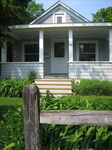 Charming Summer Cottage Rental Close to Beach & Town