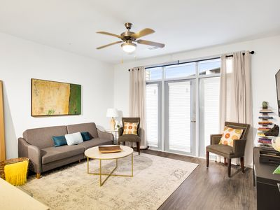 Photo for Classy apartment in West Midtown
