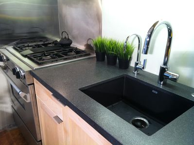 Leathered granite countertop and undermount sink, RO Filtered water, Grohe fauce