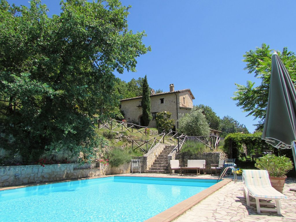 Villa in hidden Umbria, with large pool and spectacular views ...