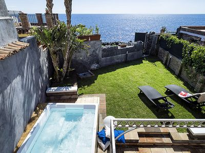 Photo for Villa with jacuzzi in the garden and private access to the sea
