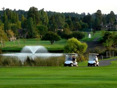 Continental Country Club - Golf, driving range & 3-par course around the corner