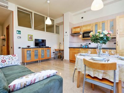 Photo for Comfortable one bedroom apartment, housing up to five guests, situated east of the centre close to R