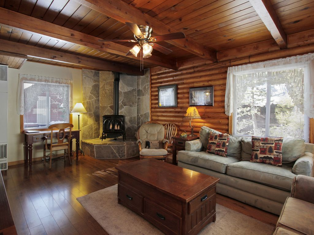 Beautiful Living Room With Tahoe Stone Hearth And Original Log Walls. Hot  Tub ... Part 32
