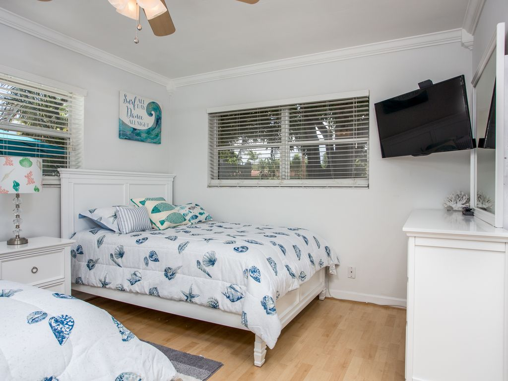 Quaint 3 Bedroom Vacation with Heated Pool in Private Backyard Near the Beach