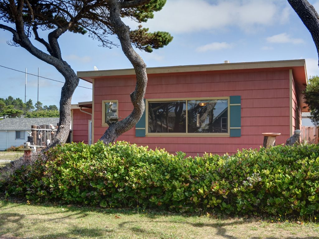 Great Pet Friendly Home In Gleneden Beach To Visit W Your