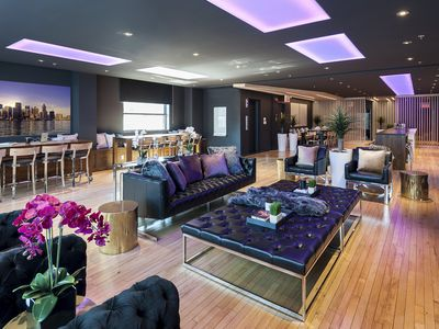 The Creative Loft| 4 Bedroom Loft at the Holland Hotel, Downtown -