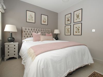 Photo for Stylish town centre house 2 beds with parking