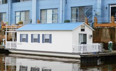 Photo for Houseboat Pisces: Tiny House Living In a Big City!