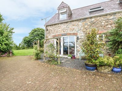 Photo for THE COACH HOUSE, pet friendly in Wolfscastle, Ref 4350