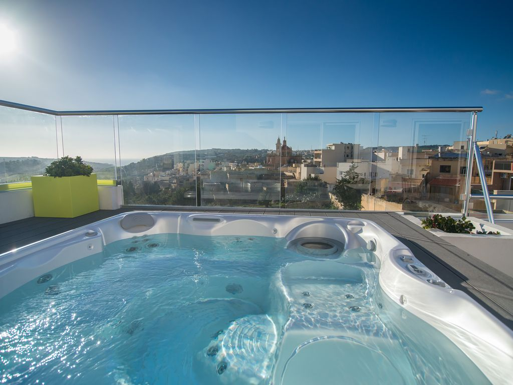 Penthouse featuring large terrace with views and jacuzzi, Qala ...