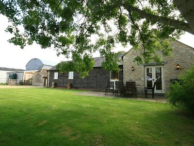 Photo for DAIRY COTTAGE, pet friendly in Cirencester, Ref 988761