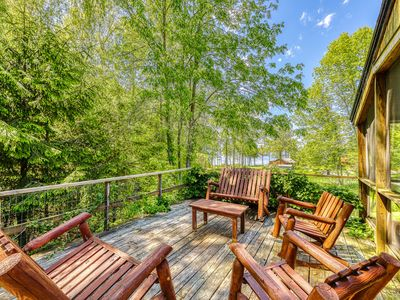 Photo for Comfortable house in Charlotte with access to a shared dock