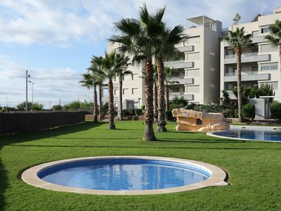 Photo for AT101 NOVA TORREDEMBARRA II: Modern apartment with pool 250 m from the beach