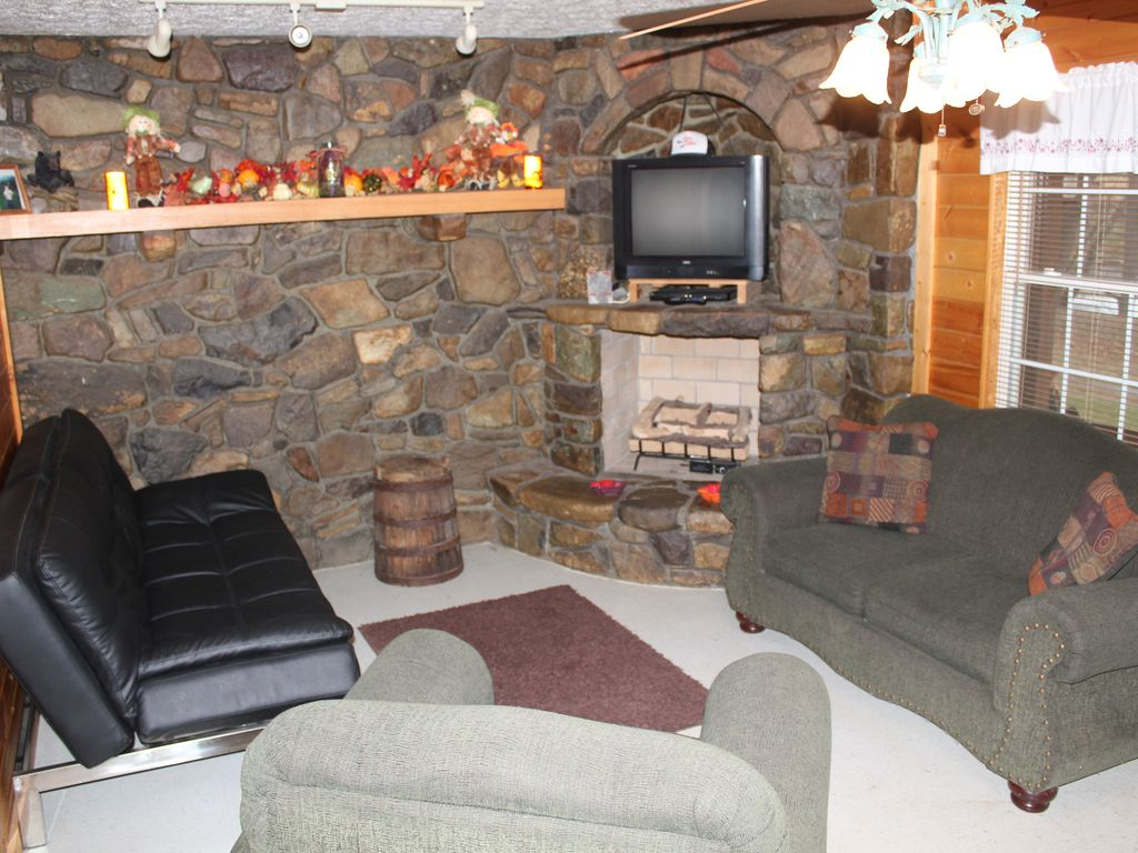 Family Friendly Cozy Cabin Located On The Shenandoah River.