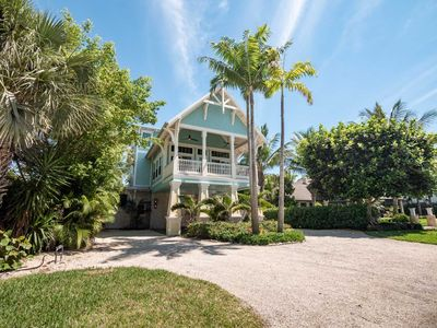 Beautiful Luxury Southern Style Home located in Anna Maria - Walk easily to Beach, Sleeps 6!