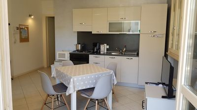 Photo for Beautiful ground floor apartment Desenzano 70sqm, private parking and small garden