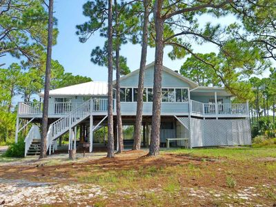 """Photo for Ready after Hurricane Michael! FREE BEACH GEAR! Bayfront East End, Pets, Fishing Pier, Screen Porch, Fireplace, 4BR/2BA """"White Sand Bay"""""""