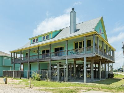 Photo for NEW LISTING! Family-friendly getaway on the peninsula - walk to the beach!
