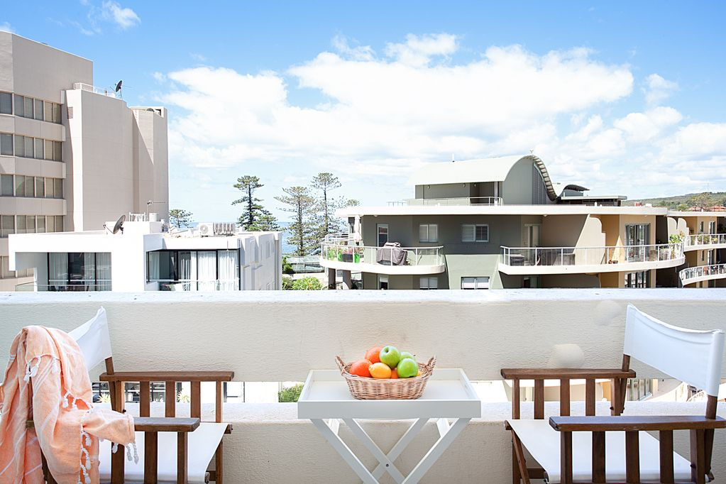 Manly Sunrise Elevated Apartment In Center Of Town
