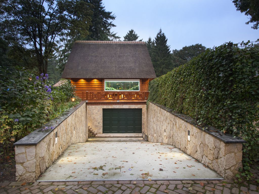Property Image#3 Unique Garden House In Laren With High Tech Amenities,  Luxury And