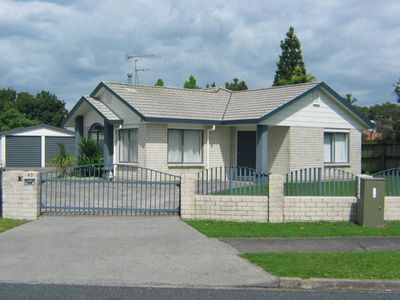 Photo for 3 bedrooms, 2 bathrooms, cosy dry warm and safe home. Handy location