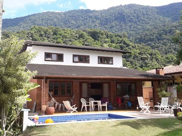 House Guaecá Quadra 3, 4 suites + 1 bedroom, pool and tennis court