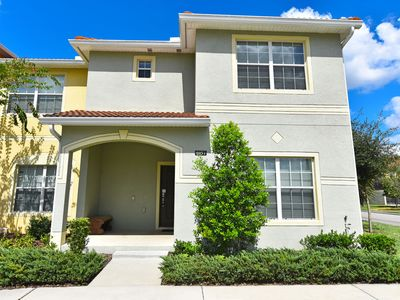 Photo for Gorgeous 5 Bed Splash Pool Townhome at Paradise Palms Resort