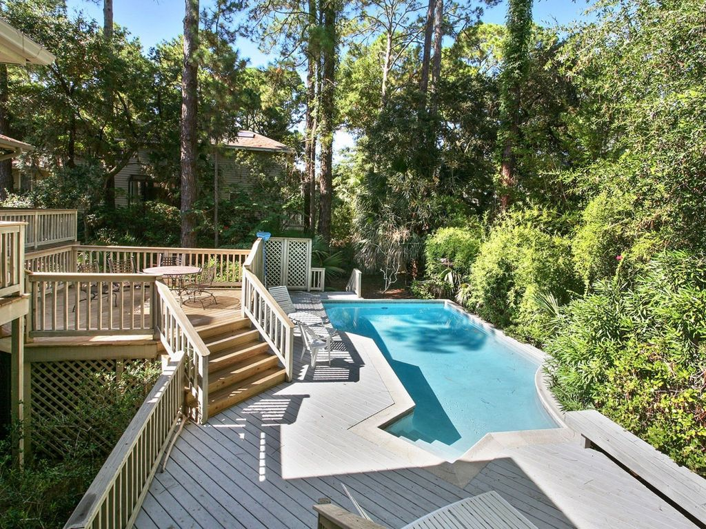 Wonderful multi family home 3 minute walk to beach for Multi family beach house rentals
