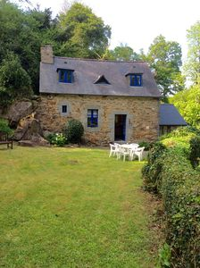 Photo for Traditional Breton artisan's cottage in tranquil setting