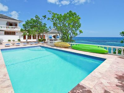WATERFRONT VILLA! FULLY STAFFED! POOL! KAYAKS! Jasmin Hill in Ocho Rios 3BR