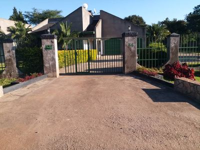 Front entrance at Campbelltown Gardens. Guesthouse situated at the back