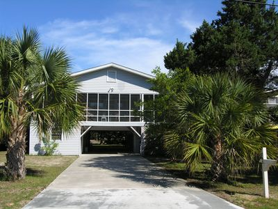 Photo for 6 BR, 3 BA. Sleeps 10, Dog Friendly Beach House, 2 Furnished Screened Porches