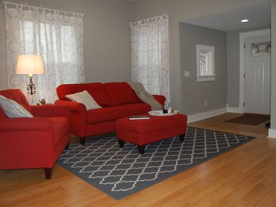 Photo for Relaxing 3 bedroom home w/ full kitchen & WiFi; walking distance to restauraunts