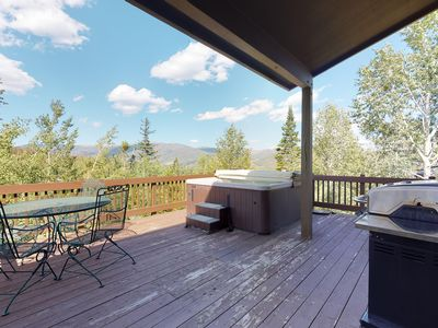 Photo for NEW LISTING! Bright, mountain view home w/ hot tub & fireplace - 2 dogs welcome!