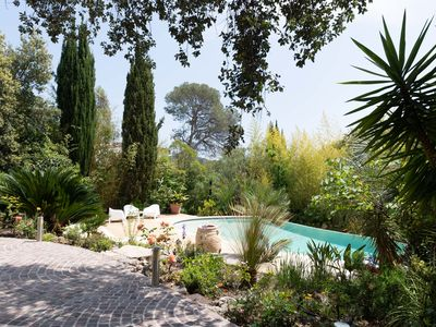 Photo for Beautiful villa - Luxuriant garden and heated pool in Valescure