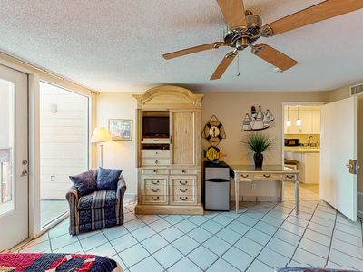 Photo for Condo in Gulf-front complex w/ shared pools, hot tubs, tennis & beach access!