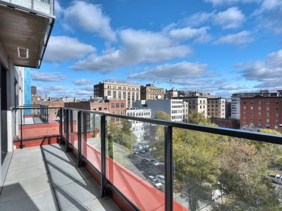 Photo for Luxury Old Montreal, Rooftop Pool & Spa + Parking
