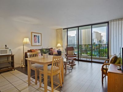 Darmic Waikiki Banyan: Standard  |  7th  floor  |  1 bdrm  | FREE wifi and parking  | AC | Quality amenities  |  5 mins walk to beach