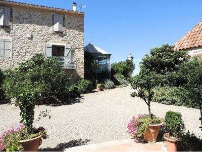 Photo for Authentic farmhouse with swimming pool surrounded by vineyards between sea and mountains