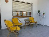 A nice house walking distance to Beach, shopping and eating