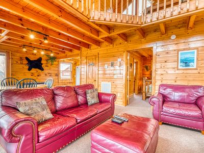 Romantic & secluded cabin w/ a private hot tub & amazing views!