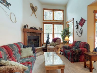 Photo for Golf course-view condo w/ private patio & shared pools, hot tub, gym & more!