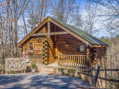 "Photo for ★NEW★ Cabin w/ hot tub & view! ""Retreat on Sky View"" located 5 miles/Gatlinburg"