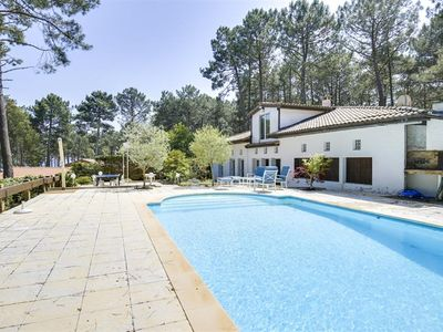 Photo for Detached house 5 bedrooms with magnificent lake views and direct beach access.