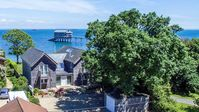 Uninterrupted sea views and fab location !