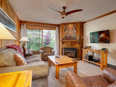 Rustic, Ski-In/Out Mtn Condo; Common Area Deck w HotTubs/BBQ; Discount Lift Tix