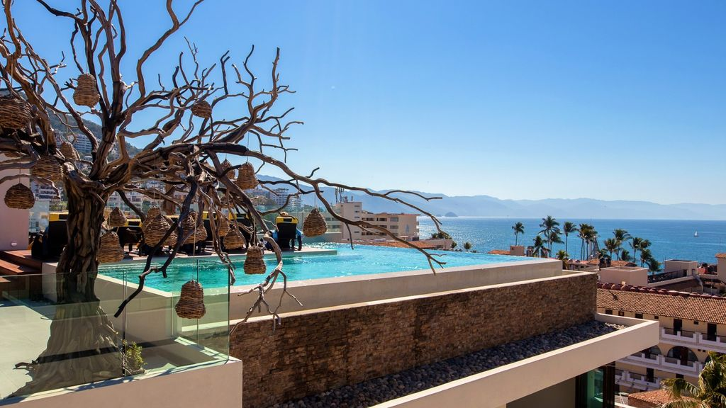 Two Bedroom condo with pool and Spa Nayri 234
