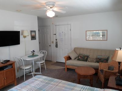 Great rates on cozy Studio/ Mini Suite. Sleeps 4.. SANITIZED AFTER EACH RENTAL