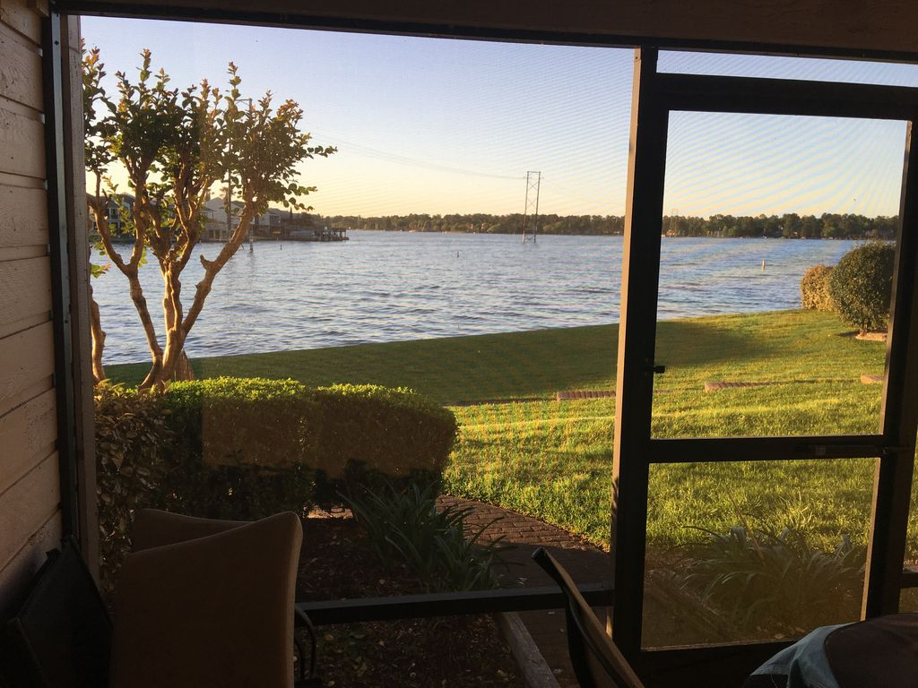 Lake front 2 br 2ba condo steps from lake conroe beautiful for Lake front view